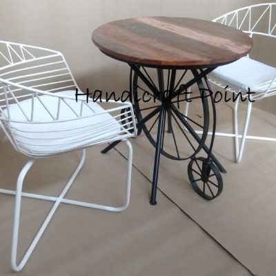 one wheel table with mash chair
